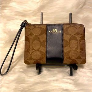 NWT Coach brown zippered wristlet signature logo